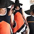 Robe orange à rayures graphiques noire & écru : un look chic moderne et actuel.