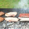 ...du porc à cuire, des saucisses de poulet et des merguez