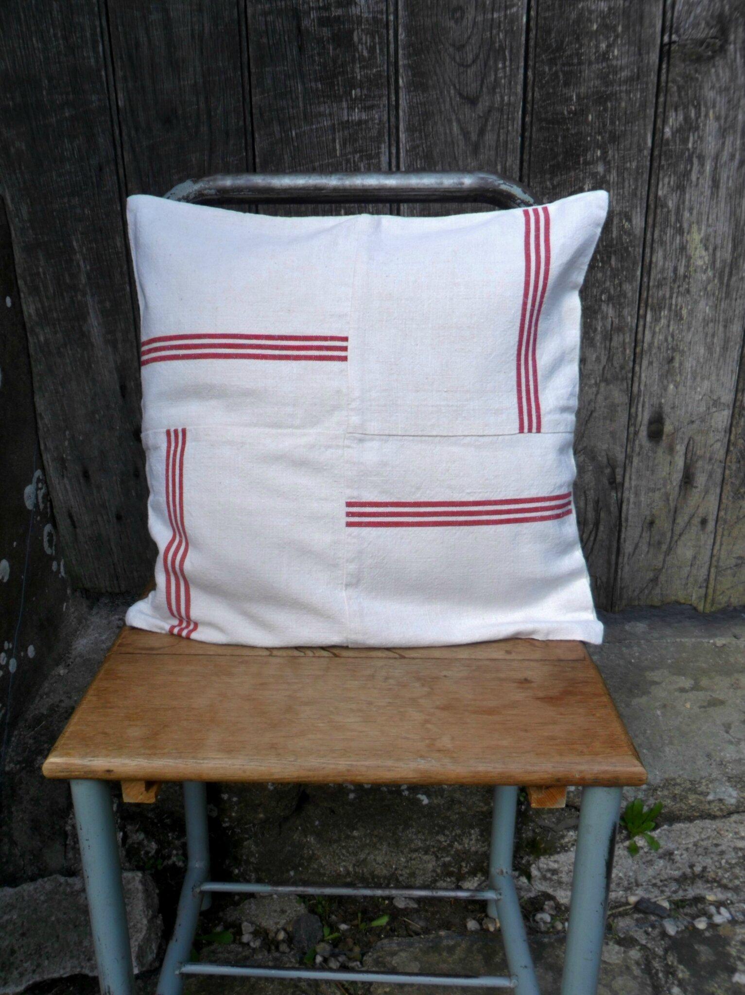Housse de coussin en linge ancien, toile a torchons façon patchwork 25€