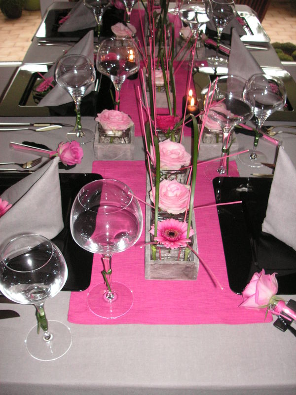 Table rose et noir a table c t d co for Deco table rose et noir