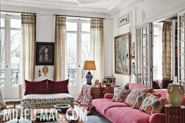 Carolina-Irving-Paris-sitting-room-in-Milieu-magazine-photo-by-Miguel-Flores-Vianna