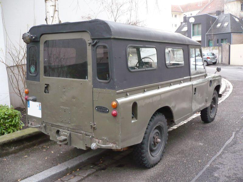 land rover 109 s rie iii station wagon vroom vroom. Black Bedroom Furniture Sets. Home Design Ideas