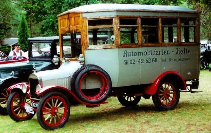 1924_Ford_Model_TT_Bus