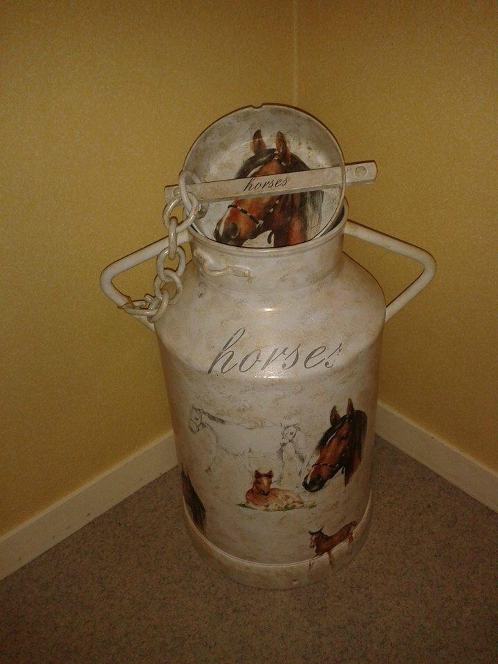 un bidon lait sur le th me chevaux nath creation 80. Black Bedroom Furniture Sets. Home Design Ideas