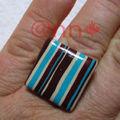 Bague FIMO, petit carré rayé turquoise/chocolat