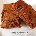 Gateau au chocolat aux généreux morceaux de chocolat