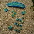 Un ensemble perles+barrette bleu et jaune (à monter et à poncer