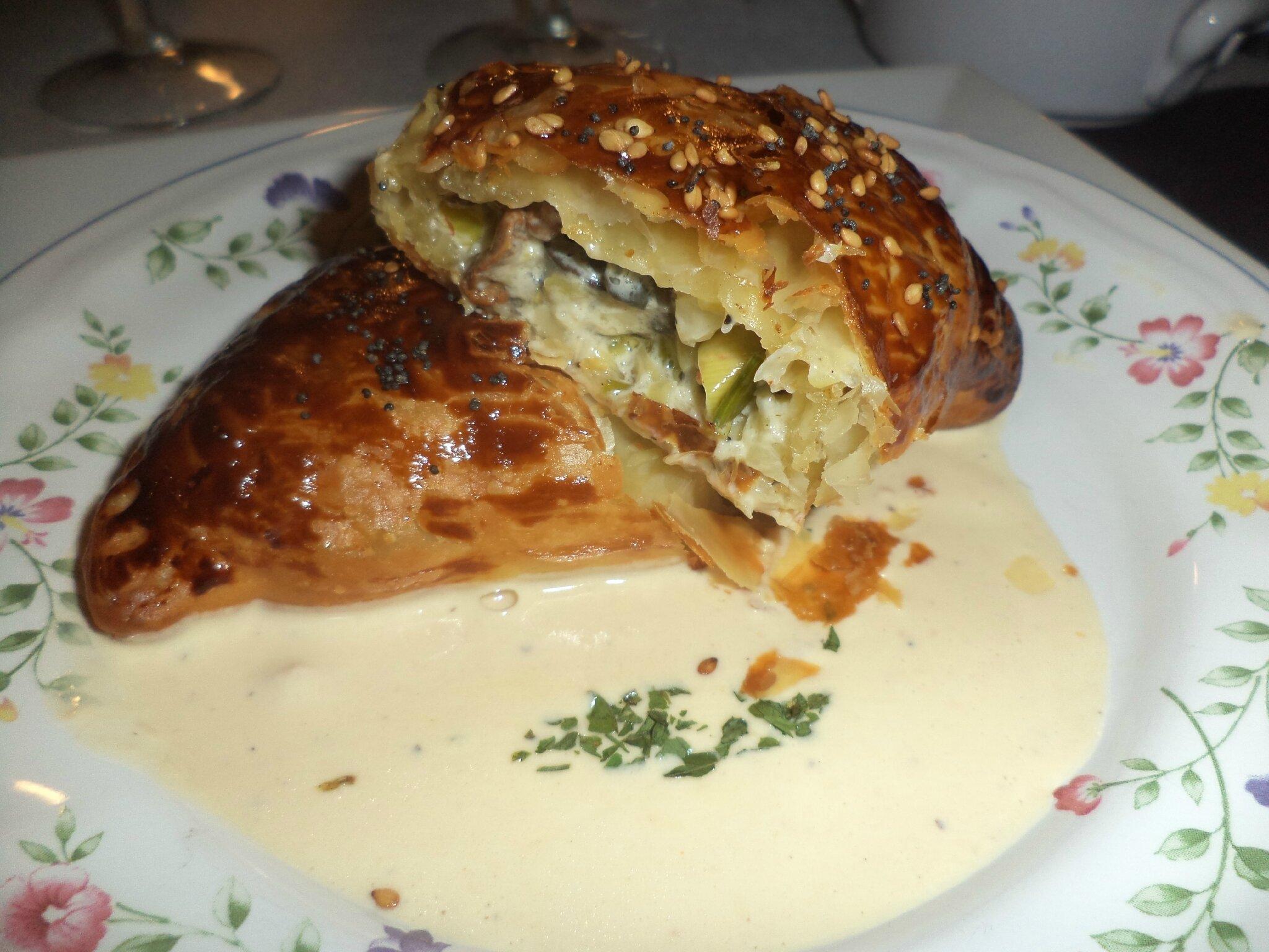 feuilletés aux escargots et aux girolles, sauce foie gras