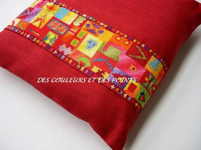 COUSSIN ROUGE DETAILS 2 bis