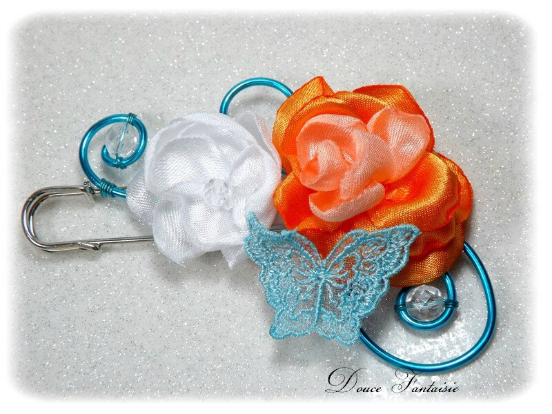 Attache-traîne papillon turquoise blanc orange fil alu