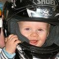 Futur motard comme papa ? ( 9 mois )