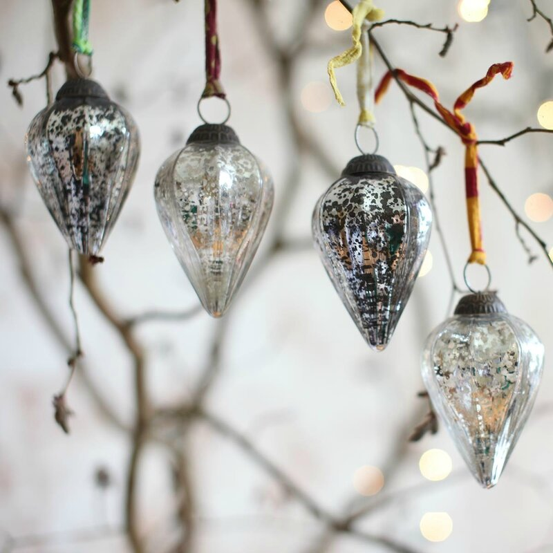 BAKTI TEARDROP BAUBLES