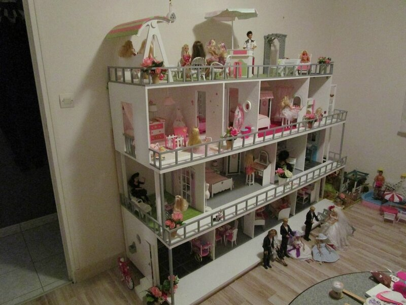 fabriquer maison en bois pour barbie. Black Bedroom Furniture Sets. Home Design Ideas