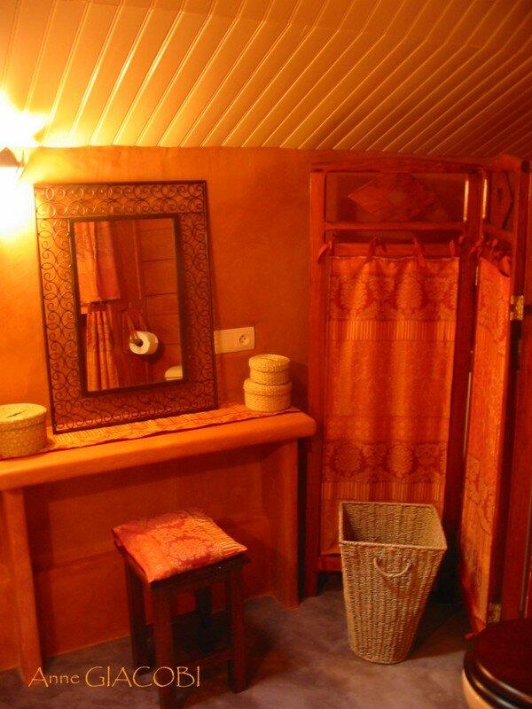 coiffeuse et paravent restaur photo de salle de bain marocaine la tete dans les etoiles. Black Bedroom Furniture Sets. Home Design Ideas