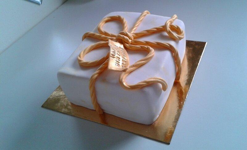gateau paquet cadeau dor 233 cakes