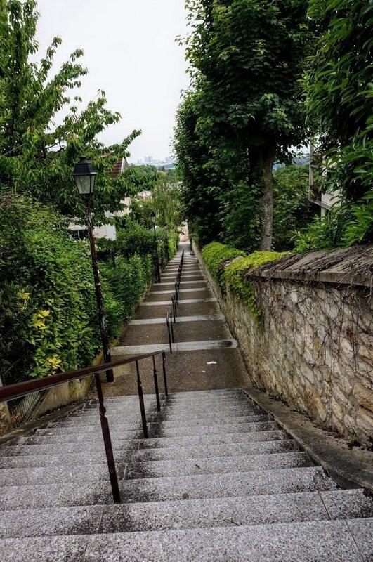 Escalier_Th_odore_Deck___La_D_fense_dans_le_lointain