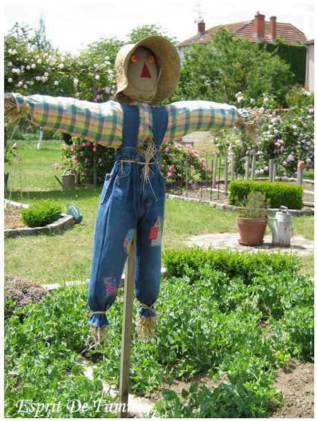 Epouvantail esprit de famille - Acheter de la paille pour jardin ...