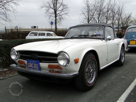 Triumph tr6 roadster 1969 a 1976 salon champenois du vhicule de collection de Reims 2011 1