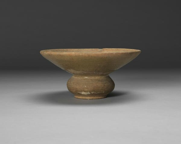 A Changsha green-glazed spittoon, zhadou, 10th century