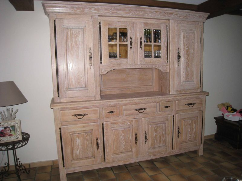 meuble rustique blanc repeindre un meuble rustique re buffet a manger comment peindre un meuble. Black Bedroom Furniture Sets. Home Design Ideas