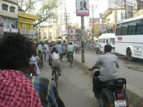 En rickshaw, cela grouille de monde