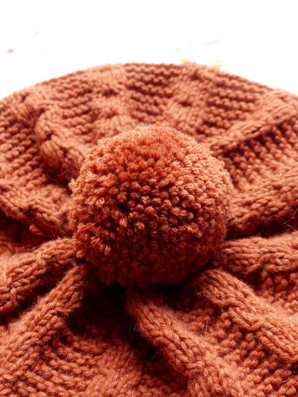 02-bonnet-tricot-facilé-débutant-torsades-caramel-souris-petits-doigts