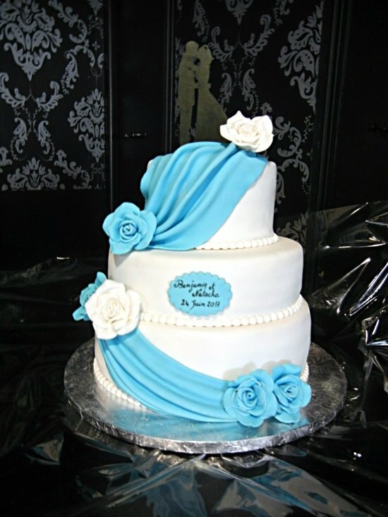 wedding cake drapé bleu prunillefee
