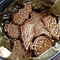 Biscuits de noël suisses aux deux noix et glaçage café – baumnuss-guetzli