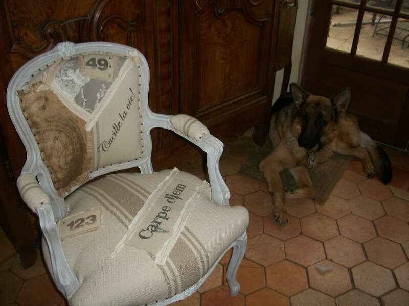 Relooking fauteuil berg re style campagne chic grain de for Canape style campagne chic
