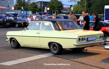 Opel_rekord_type_B_1900__Rencard_Burger_King_septembre_2011__02