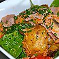 Salade de pommes de terres roties, pousses d'épinards et jambon à l'os
