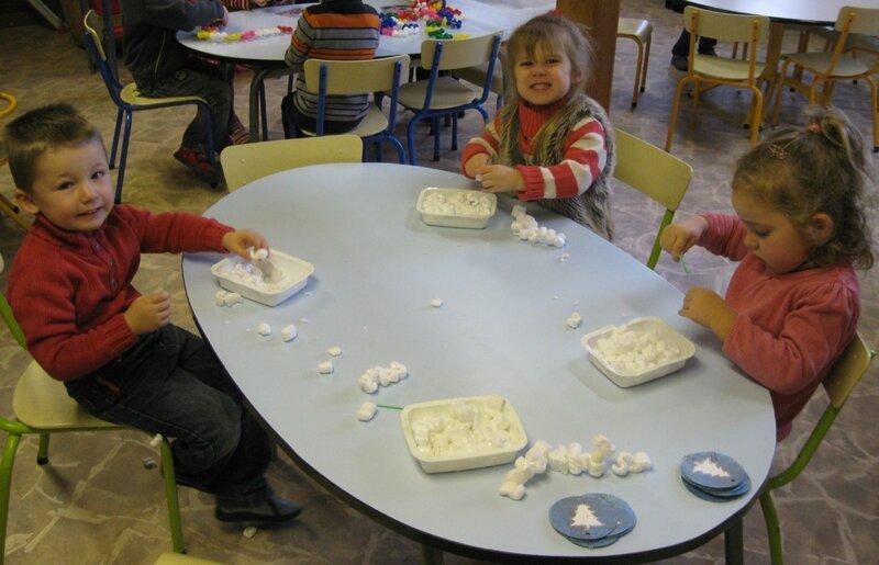 D corations des fen tres pour l 39 hiver en passant par la for Decoration fenetre maternelle