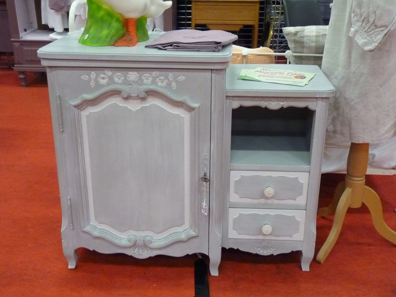 petit meuble gris patin blanc 150 e photo de vendre. Black Bedroom Furniture Sets. Home Design Ideas