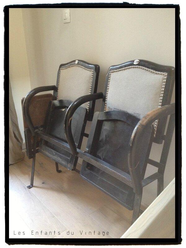 Très Anciens fauteuils de théâtre  - LES ENFANTS DU VINTAGE. ZZ59