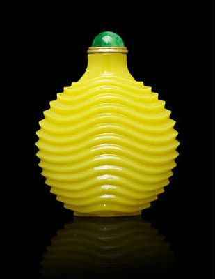 A_yellow_glass__waves__snuff_bottle