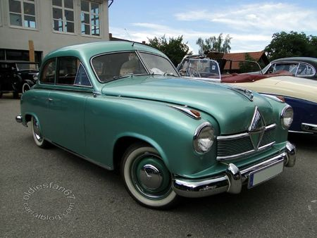 Borgward hansa 1800 berline 1952 1954 Internationales Oldtimertreffen de Gundelfingen 2011 1