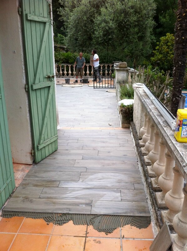Pose carrelage terrasse imitation bois diverses id es de conception de patio en for Peinture terrasse bois