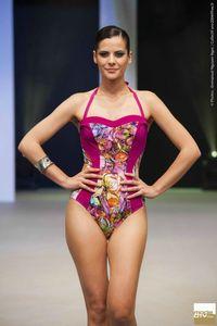 maillot-de-bain-une-piece-fushia-et-fleuri-inspiration-impressionnisme