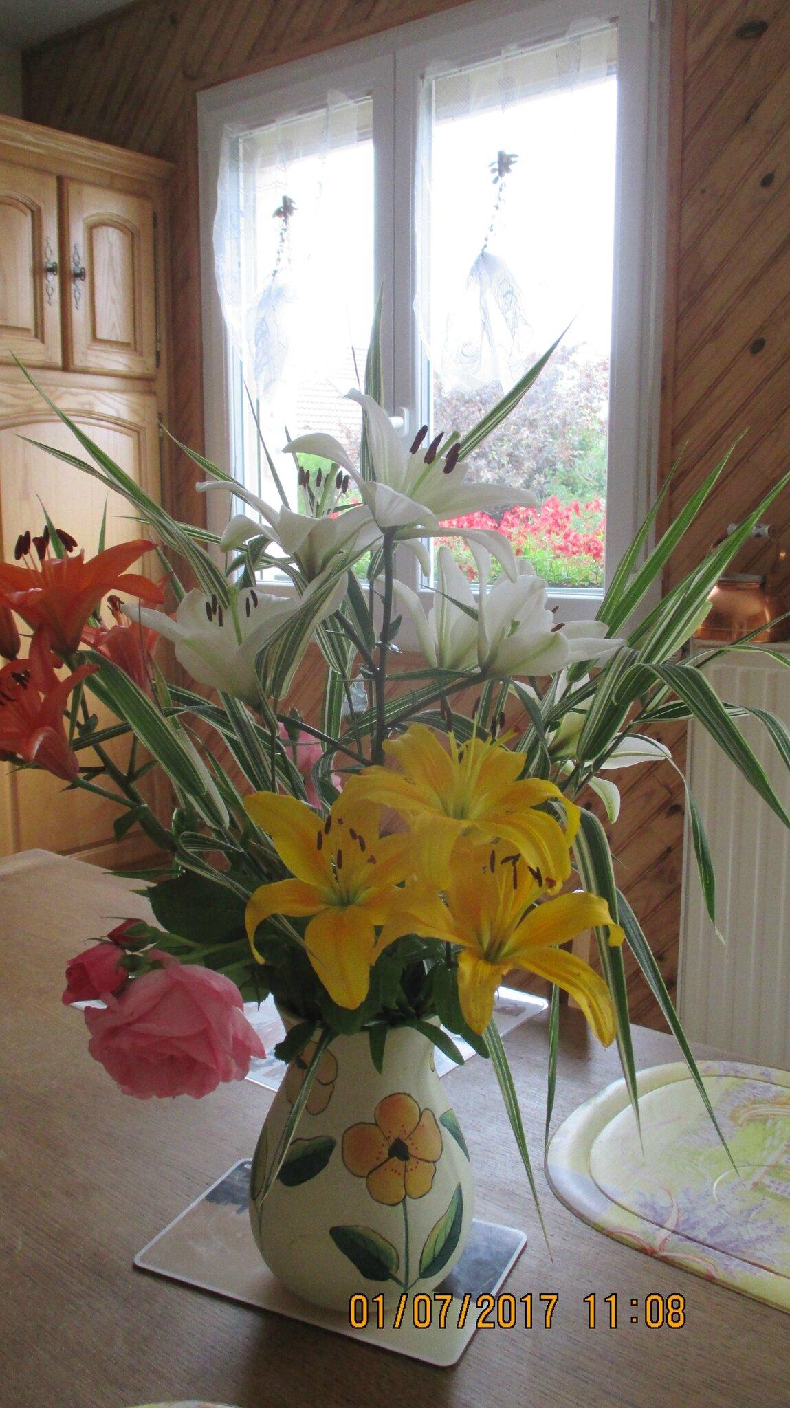 un bouquet de lis pour vous souhaitez une bonne journée,bises, à bientôt avec d'autres photos