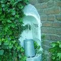 L'évier extérieur chiné à Paris, il a sa place ici