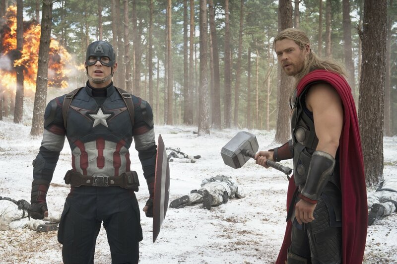 avengers-2-age-of-ultron-photo-chris-evans-chris-hemsworth