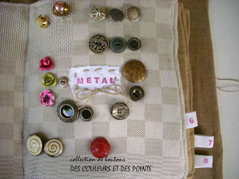 9 boutons de métal