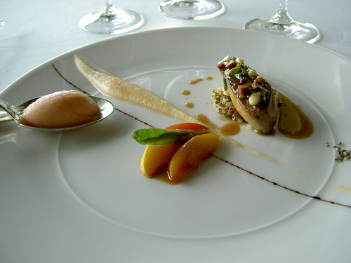 Croustillant de foie gras de canard aux fruits secs, quinoa rouge, marmelade de pêches à la verveine (2)