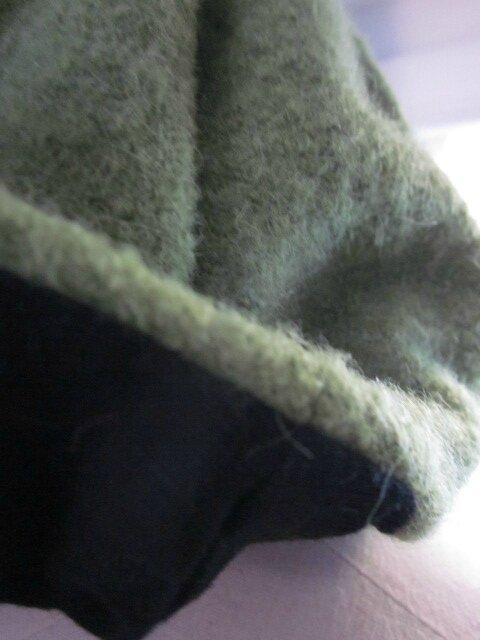 Chapeau AGATHE en laine bouillie vert anis avec fleur - doublure de lin noir (1)