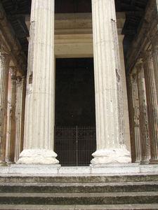 Vienne_Temple_d_Auguste_et_Livie_4
