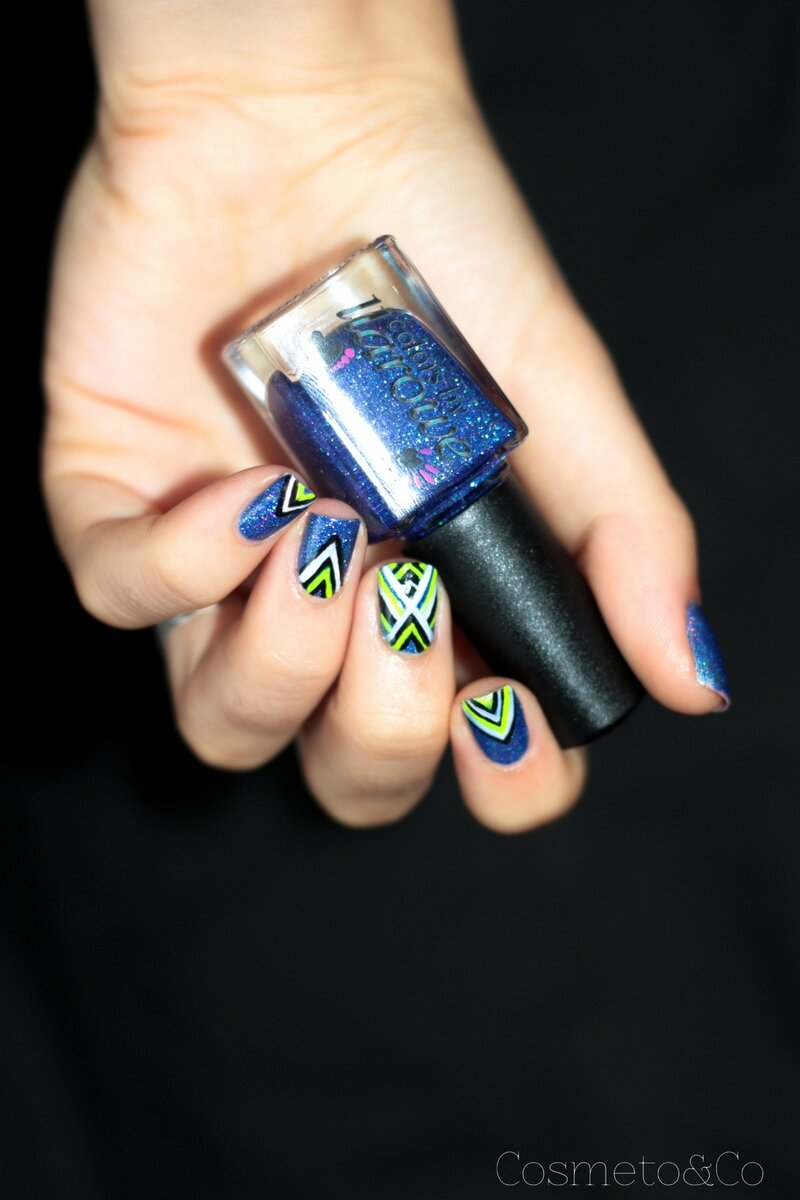 nail art colo by llarowe independance day graphique fluo triangle aztec-8
