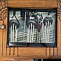 Des cadres photos originaux en portes de buffet
