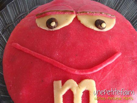 Gâteau Monsieur M&M's - 07 - lèvre inférieure