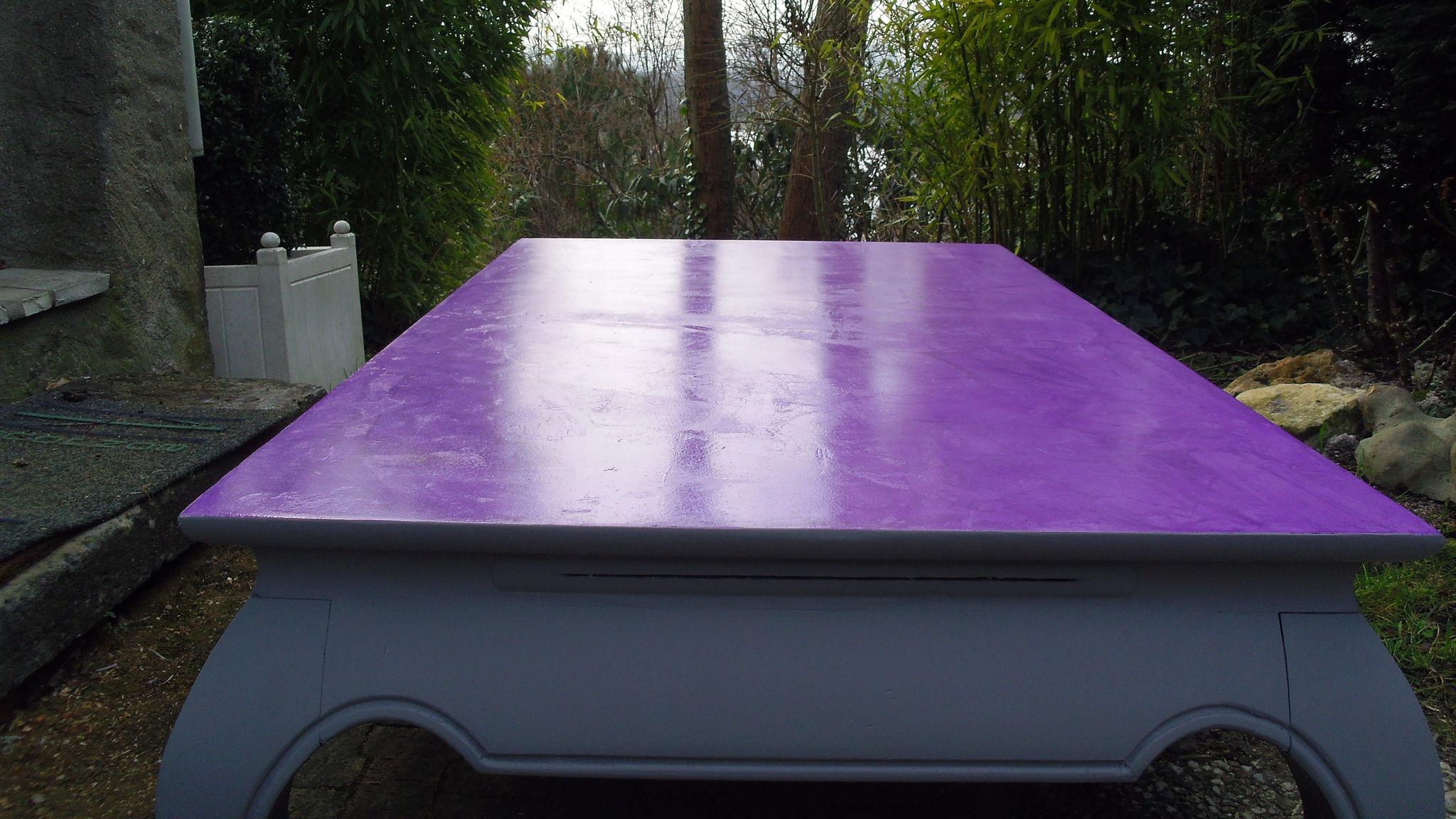 Table basse plateau en b ton cir violet photo de b ton - Peinture table basse ...