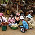 097_route de Kratie_village de Skuon_marché